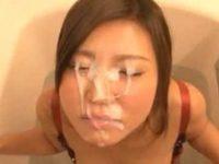 お風呂でフェラ抜き大量顔射!仁王立ちローリングフェラですぐ発射、かわいい顔が精子まみれ