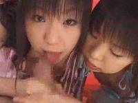ロリ系2人でチ○ポを取り合うようにシゴいて口内発射!口移しで精子を舐め合う女の子