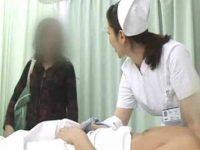 看護婦の手コキ中に現れる妻!慌てて隠してあいさつしながら布団の中で発射する旦那