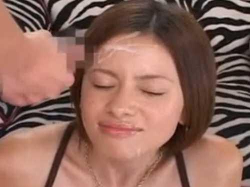「お願いします!」キョロキョロする女性に「イキます!」やってくるシコシコ男が次々顔射