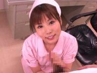 患者のチ〇ポを握りフェラする看護婦「どのくらい出るの?」顔にどぴゅどぴゅ発射
