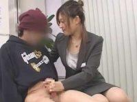 怖がる男子を性指導手コキ「恥ずかしい?」キスしながらシゴくと飛び出す精子【桜井彩美】
