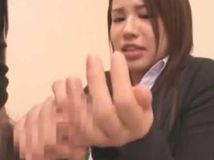 SOD女子社員の臨時接待「フェラすればいいんですか?」上手にしゃぶって手のひらに発射