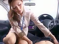 美人上司と取引先に向かう「お腹空いたなぁ..」車内でチ〇ポを食べられる【椎名ゆな】