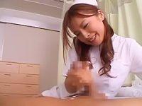 ガシガシ拭いてくれる看護婦「かゆいとこありますか?」微笑みながら高速手コキ【蒼井怜】