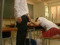勝手に素股発射!寝てる女子にチ〇ポを握らせて起きないと肘で膝で太ももで挟んでみる