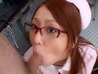 新人看護婦に顔射!メガネに着いた精子を舐めて「おいしい..」さらに連続ぶっかけ