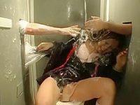 トイレにいたずらとりもち「何だよこれ!」身動きが取れない生意気娘にフェラ顔射