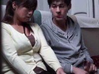 機内で隣に座りこっそりセンズリ!バレないように高速フェラで抜いてくれる巨乳熟女