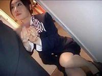 機内で手コキ発射!美人CAに勃起チ〇ポを見せつけ握ってもらうとものすごい飛んじゃう精子