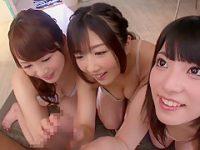 美女3人にフェラチオぶっかけ!デカチンを交代でハメるチームプレイに耐えられず顔射