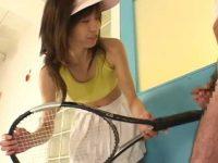 ラケットで突いて手コキ発射!チラ見するキモ親父にお仕置きシコシコするテニスギャル