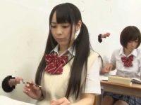 授業中にこっそり手コキ!壁から出てるチ〇ポをさり気なくシゴいて挿入させちゃう女子生徒