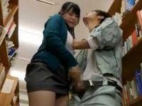 図書館の死角で手コキ発射!無理やり握らされると全力でシゴいて素早く抜く美人教師