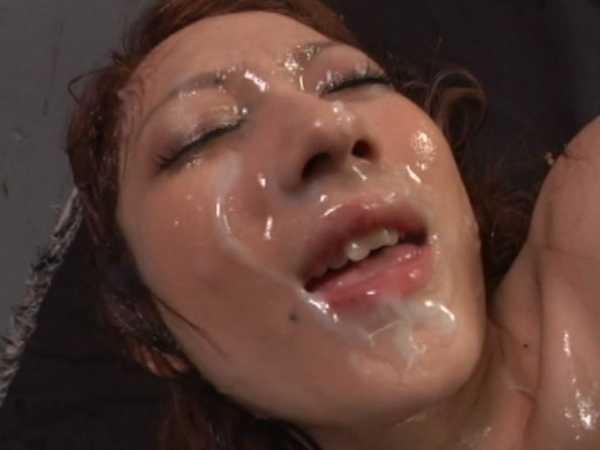 大量の精子を美顔にぶっかける快感射精!5