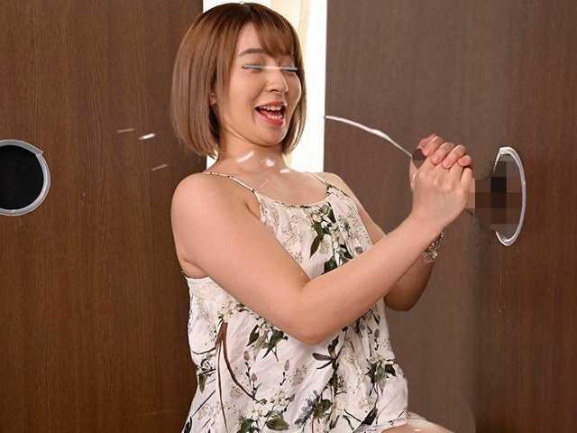 渋谷のギャル女子大生が壁ち○ぽの即ヌキに挑戦!4